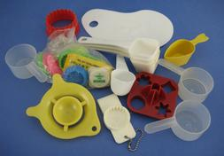 20 Piece Lot of Kitchen Gadgets Utensils Cookie Cutters Scoo