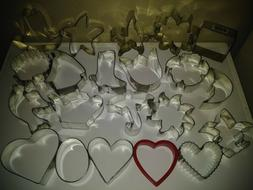 Nice Collection of 28 Cookie Cutters Hearts, Flowers, Shells